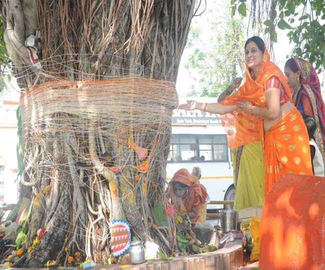रायपुर : महिलाओं की जुटी भीड़