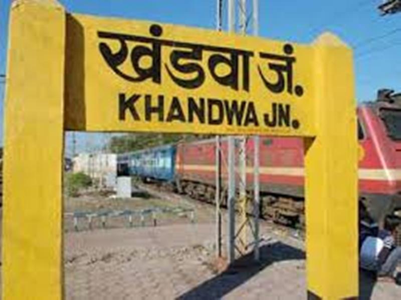 Madhya Pradesh News : भोपाल रेल मंडल से परमिट नहीं मिलने पर घंटों खड़ी रहीं 15 ट्रेनें