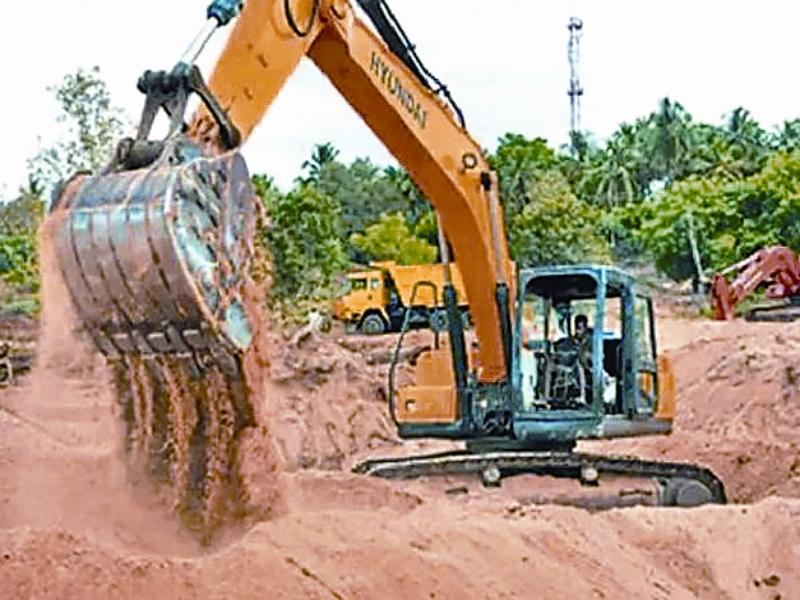 Morena illegal sand transport news: रेत माफियाआें ने किया वन विभाग की टीम पर हमला, ट्रैक्टर से कुचलने का किया प्रयास