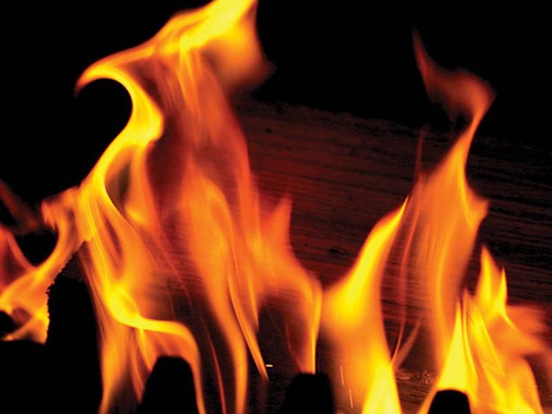 बड़ा सराफा ज्वेलरी दुकान में आग, फायर ब्रिगेड ने शटर में छेद कर बुझाई