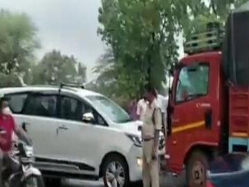Ujjain News: कांग्रेस विधायक रामलाल मालवीय की कार को ट्रक ने टक्कर मारी, बाल-बाल बचे