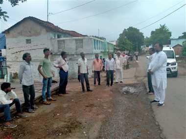 पूर्व विधायक ने ग्रामीण क्षेत्रों में जनसंपर्क कर जानी ग्रामीणों की समस्याएं