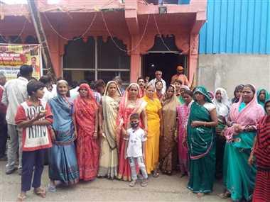 कौमी एकताः अच्छी बारिश के लिए दरगाह पर चढ़ाई चादर, मंदिर में भजन