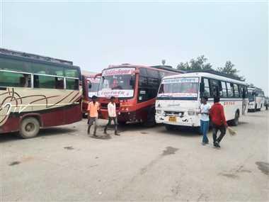श्योपुरः टैक्स माफ कराने बस संचालकों ने शुरू की हड़ताल, राजस्थान की बसों का संचालन रहा बंद