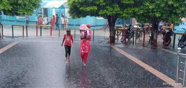भिंड में बारिश से शहर के मुख्य मार्गों पर बिगड़ी ट्रैफिक व्यवस्था, घरों में भरा पानी