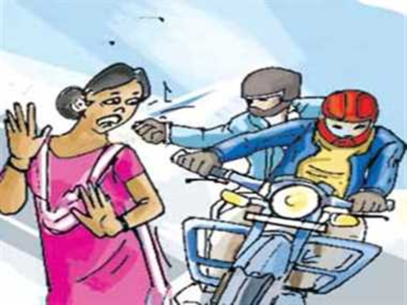Crime News Indore: पता पूछने के बहाने युवती के गले से चेन छीनकर भागे बाइक सवार बदमाश