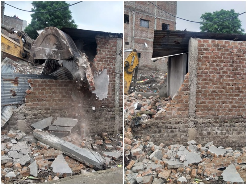 Dangerous Building Removal Indore: गुरुवार को निगम की रिमूवल टीम ने दो खतरनाक भवनों को तोड़ा