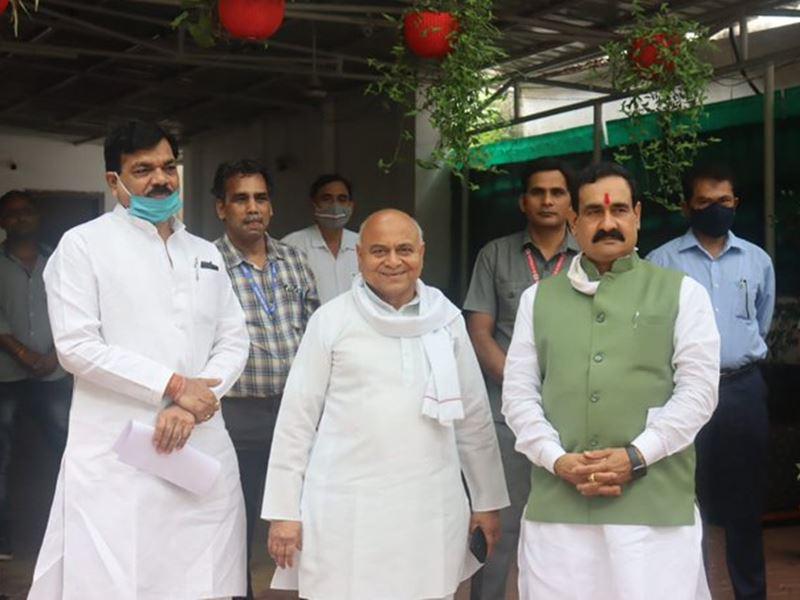 पुलिस चौकियों से बल हटाने पर गोविंद सिंह नाराज, गृहमंत्री से मिले