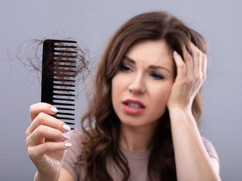 How to stop hair fall: बारिश के मौसम में क्यों झड़ते हैं बाल? यहां जानें हर सवाल का जवाब