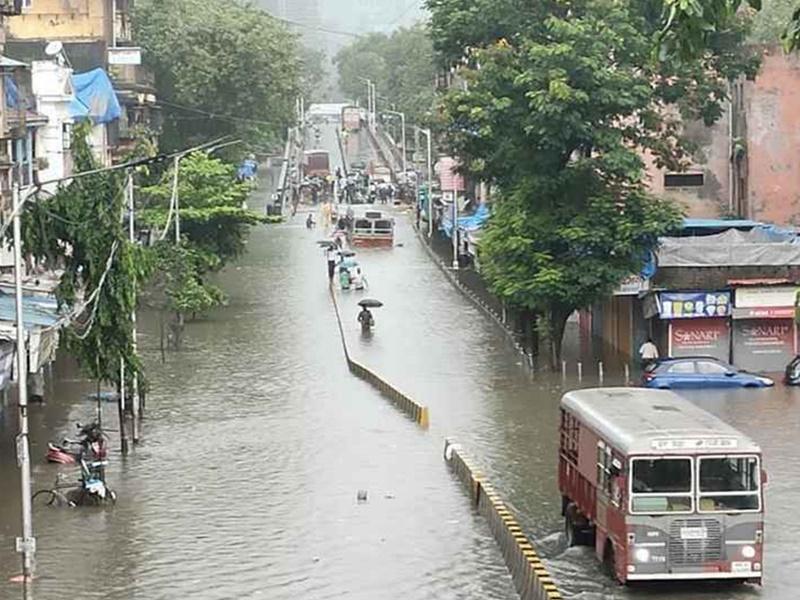 Maharashtra Rain : कोंकण और पश्चिमी महाराष्ट्र में भारी बारिश का कहर, चिपलूण में 5 हजार लोग फंसे, मुंबई-गोवा हाईवे पर जलभराव