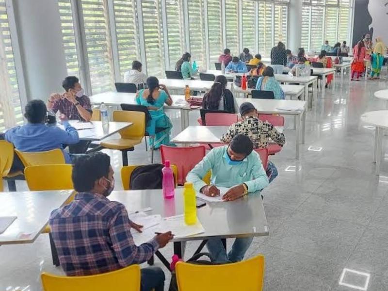 'विद्यादान' कार्यक्रम : नालंदा लाइब्रेरी को अपर मुख्य सचिव सुब्रत साहू ने भेंट की डेढ़ सौ पुस्तकें