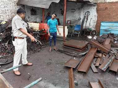 कबाड़ी के 20 ठिकानों पर पुलिस की दबिश, लाखों का कबाड़ जब्त