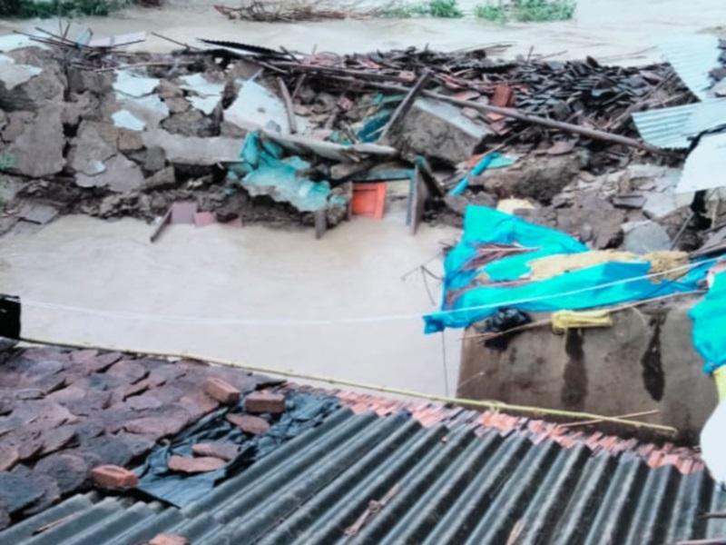 Rain in Vidisha: सिरोंज तहसील में भारी बारिश ने मचाई तबाही, कई कच्चे मकान ढहे, नदी में बहने से एक की मौत