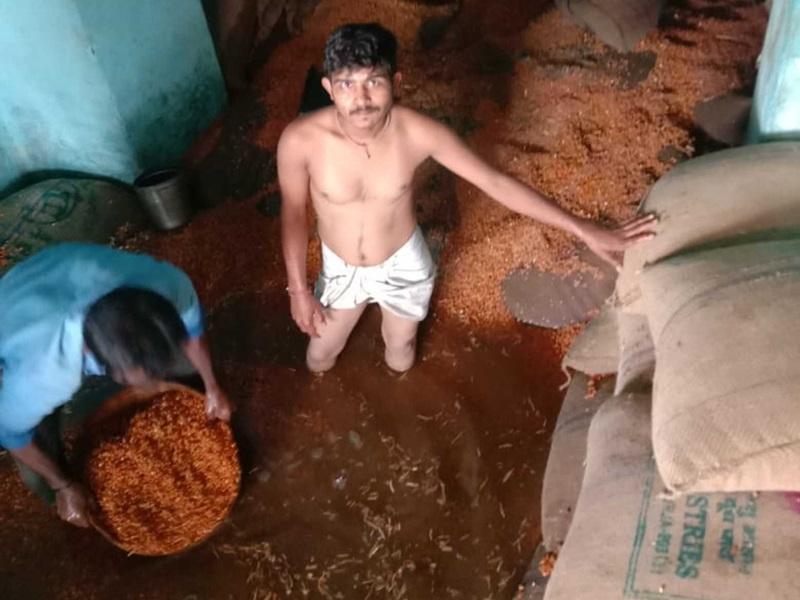 Vidisha News: सिरोंज में भारी बारिश से सड़कें तालाब में तब्दील, लोगों ने छत पर चढ़कर खुद को बचाया