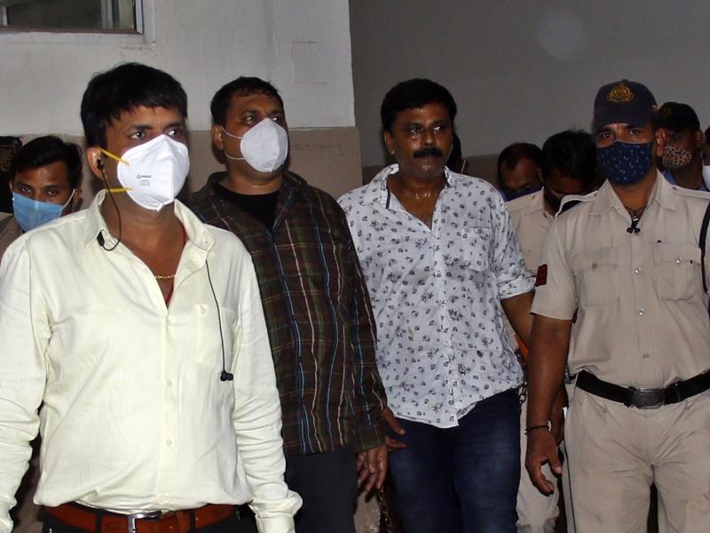 Liquor Mafia Indore: सिर झुकाए कोर्ट रूम में खड़े रहे आरोपित, कोर्ट ने 28 तक पुलिस को रिमांड पर सौंपा