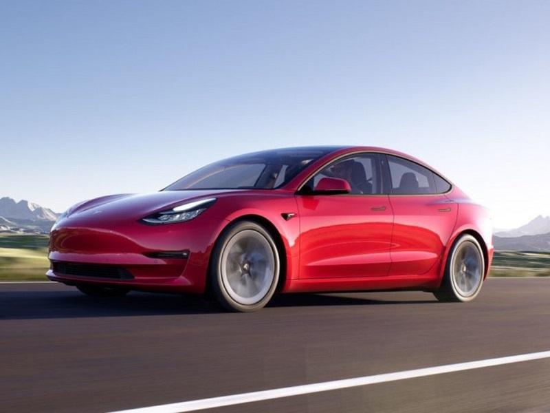 मार्केट में उतरने से पहले ही आ गई Tesla की ये शानदार इलेक्ट्रिक कार, जानें इसकी खासियत