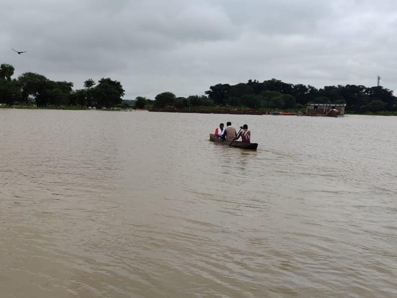 Flood In Bastar : बस्तर में नेशनल हाइवे पर चल रही नाव, कई गांव बने टापू