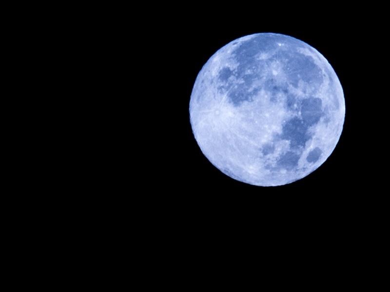 31 अक्टूबर को नजर आएगा नीला चांद, 76 साल बाद होगी दुर्लभ घटना, जानिये इसके बारे में सब कुछ