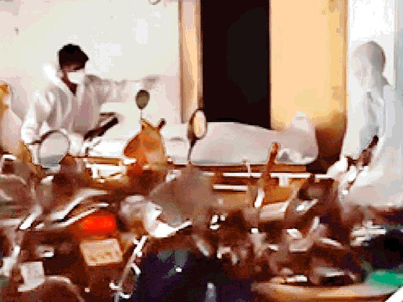 Indore News: अस्पताल के तलघर में बने कमरे में छोड़ आए थे कोरोना संक्रमित का शव