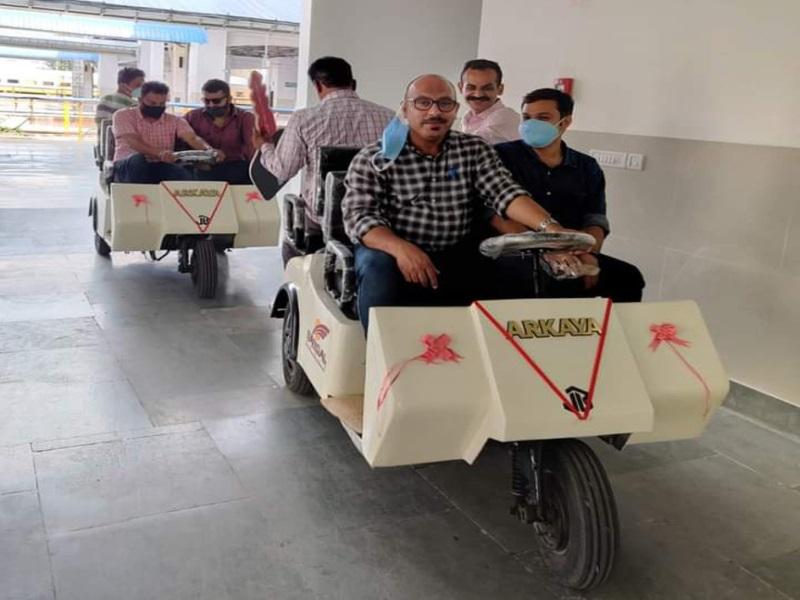 Bhopal Railway News: हबीबगंज स्टेशन पर बैटरीचलित कार सेवा शुरू, दिव्यांग, बीमार, बुजुर्ग यात्रियों को होगी सहूलियत
