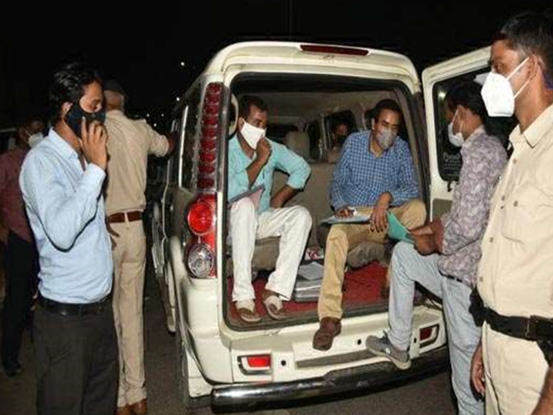 Bihar Chunav से पहले कांग्रेस मुख्यालय के पास कार से साढ़े आठ लाख रुपये बरामद