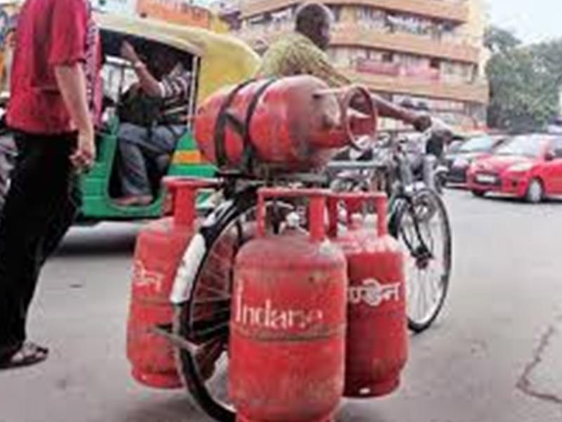 LPG Subsidy Latest Update : 1 नवंबर को फिर अपडेट होंगे रसोई गैस सिलेंडर के दाम, जानिए सबसिडी का क्या होगा