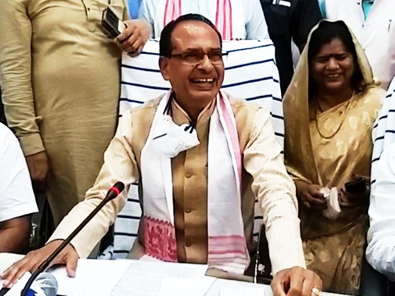 Ashoknagar News : निर्वाचन आयोग से अनुमति नहीं मिली, मोबाइल पर मुख्यमंत्री ने जनता से मांगी माफी