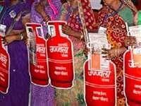 Ujjwala Yojna: गरीबों की रसोई में उज्ज्वला की लौ पड़ी धीमी, लौट आया मिट्टी के चूल्हे का जमाना
