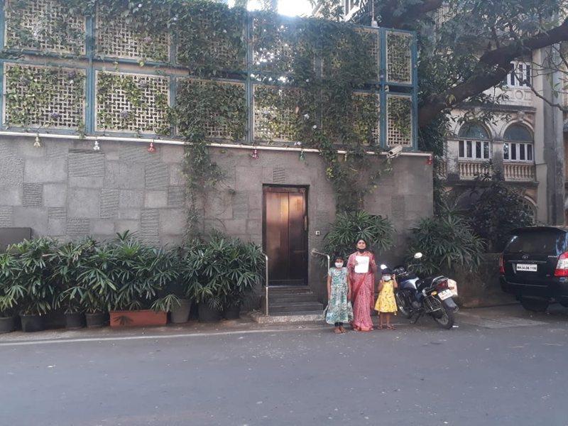 दो बेटी को लेकर सचिन को राखी बंधवाने मुंबई पहुंचे