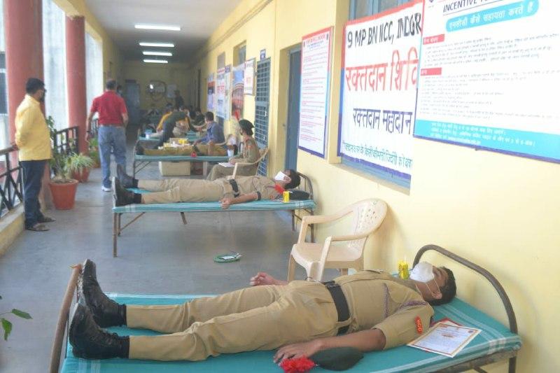 इंदौर में एनसीसी दिवस पर 128 कैडेट्स ने किया रक्तदान