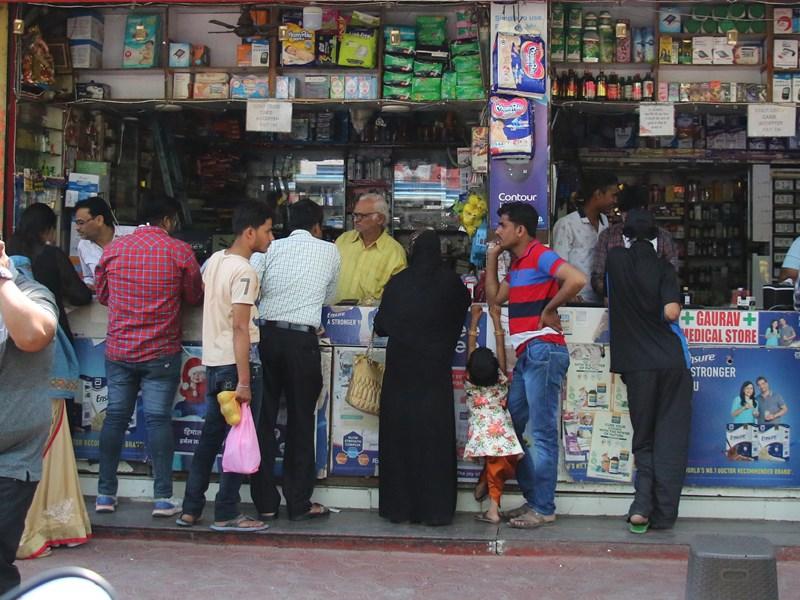 Indore Corona News: कोरोना प्रोटोकॉल का पालन नहीं करने वाली दुकानें-शोरूम सील करेगा निगम