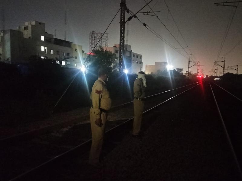 Raipur News : भिलाई में ट्रेन से कटा युवक, सिर गायब, पहचान करना हुआ मुश्किल