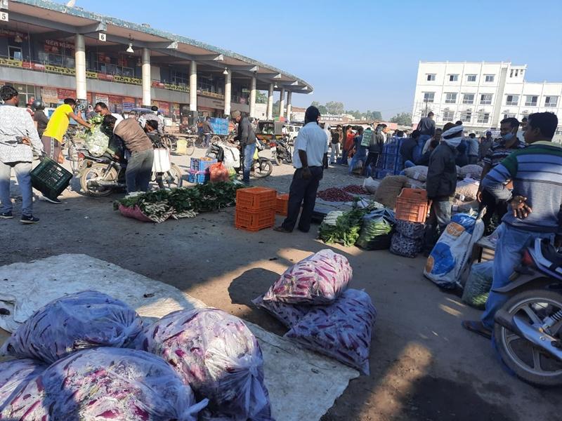Bilaspur News : अंबिकापुर की थोक सब्जी मंडी शिफ्ट करने को लेकर गहराया विवाद