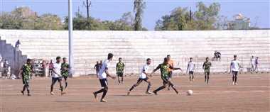 यंग मैन फुटबाल क्लब और अहीर यूनिवर्सल ने बनाई सेमीफाइनल में जगह