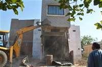 अवैध निर्माण को जेसीबी से किया ध्वस्त