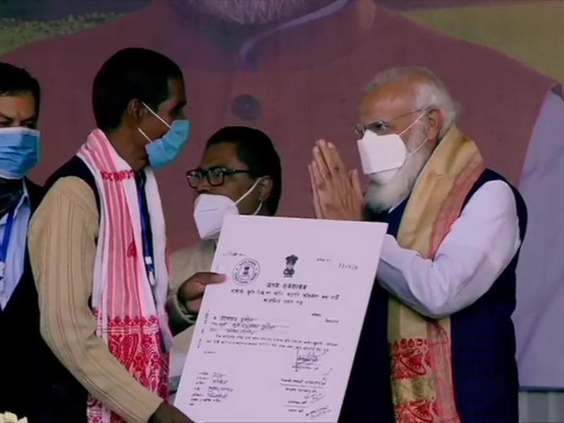 PM Modi in Sivasagar, Assam: 1 लाख मूल निवासी परिवारों को भूमि आवंटित, पीएम ने कही ये बातें