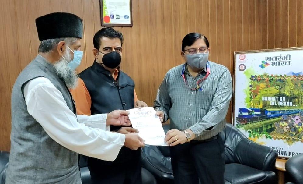 Railway Indore News: पश्चिम रेलवे के जीएम पहुंचे इंदौर, प्रतिनिधिमंडल ने दिया ज्ञापन
