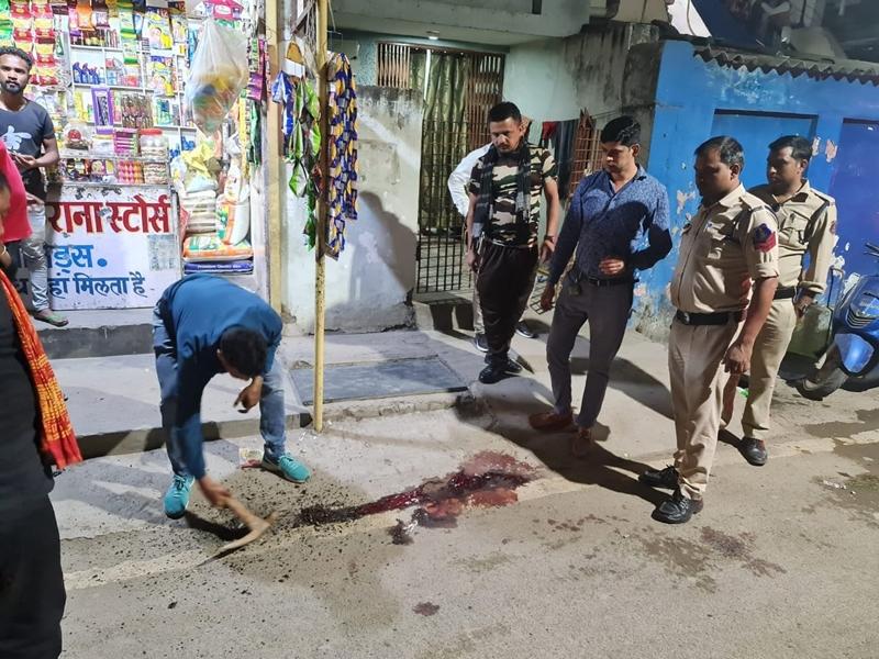 हत्या की सजा पूरी कर लौटे युवक ने गवाह के भाई को मारा चाकू