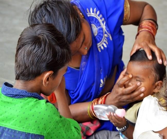 कोरोना से बचाने बच्चे को काल टीका