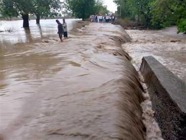 सिंगोट क्षेत्र में मानसून की पहली झमाझम बारिश ने मचाई तबाही,पुलिया पर आया पानी