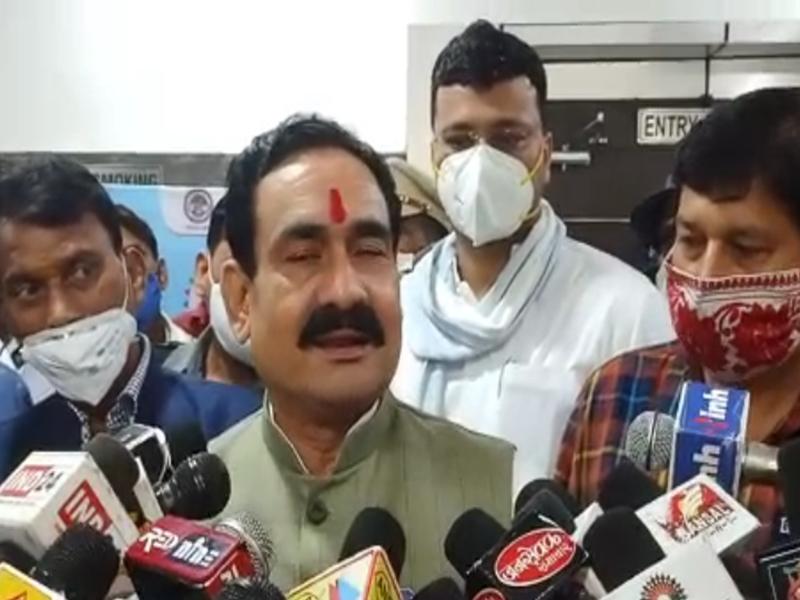 Video: इंदौर में संबल योजना के कार्यक्रम में बिना मास्क लगाए शामिल हुए गृहमंत्री नरोत्तम मिश्रा, पूछने पर दिया यह जवाब