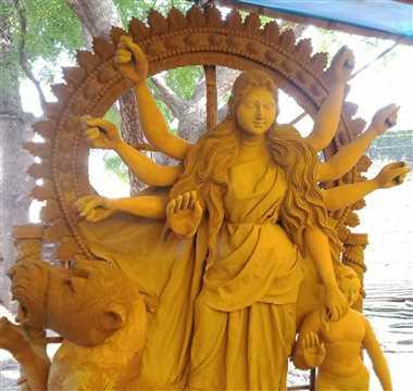 मां दुर्गा की मूरत तैयार, अब रंग भरने की तैयारियां