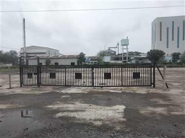 औद्योगिक क्षेत्र में ट्रक पार्किंग की जगह पर ताला