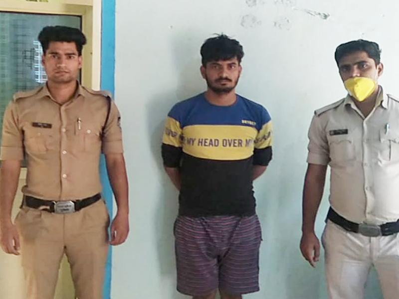 Bhind News: पिस्तौल लूट कांड में अब पिता भी गिरफ्तार, दिल्ली के आरक्षक पर लगा नशे में बस लूटने की कोशिश का आरोप