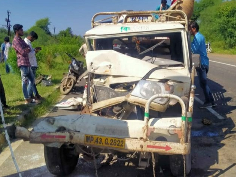 Ratlam News:  इंदौर-नीमच हाइवे पर वाहनों की भिड़ंत, चालक सीट और स्टेयरिंग में फंसा
