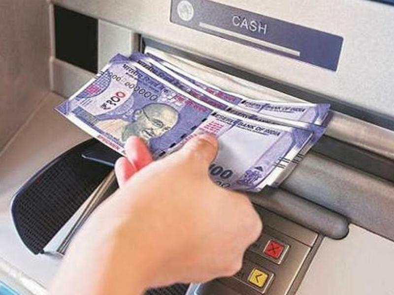 SBI ATM Cash Withdrawal Rules: बदल गए हैं एसबीआई एटीएम से रुपए निकालने के नियम, जानिए जरूरी बातें
