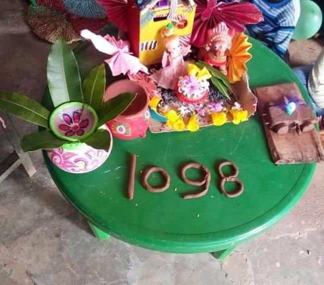 कवर्धा जिले के बच्चों ने कबाड़ से जुगाड़ कर बनाए कई सामान
