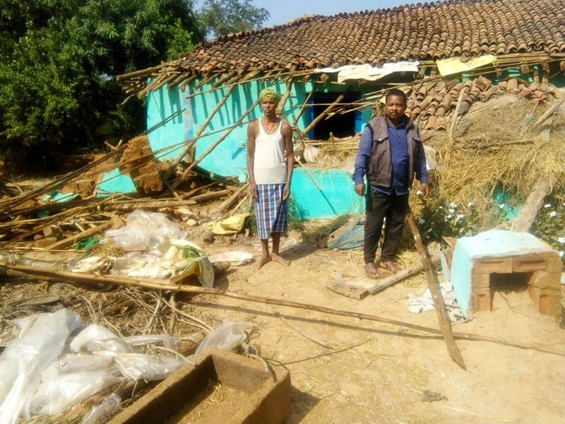 चारामा में हाथियों का उत्पात जारी, सूने मकान को तोड़ा
