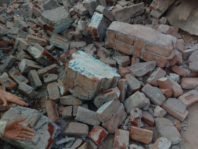 Narsinghpur News Three children died in wall collapses after tractor hit it