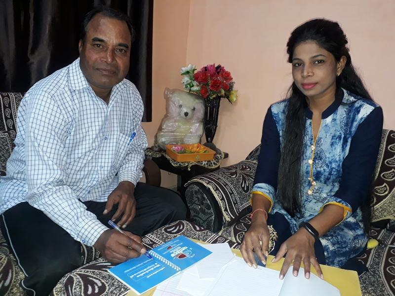Bilaspur News: मेहनतकश पिता को देख बनाई राह और बनी उनकी अफसर बिटिया